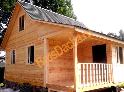 Закончено строительство дома с террасой и крыльцом
