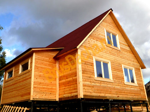 Дачный дом из бруса на свайно-винтовом фундаменте